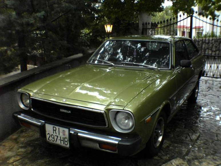 toyota-corolla-liftback-01