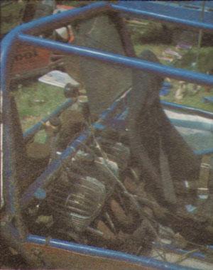 "Takmičari se snalaze kako znaju i sami sastavljaju vozila za takmičenje, pa je tako Karel Kasel u svoje vozilo ""strpao"" čak četiri motora za motokros ČZ 250"