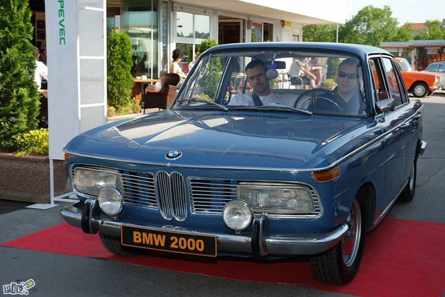 bmw-2000-pikba-01