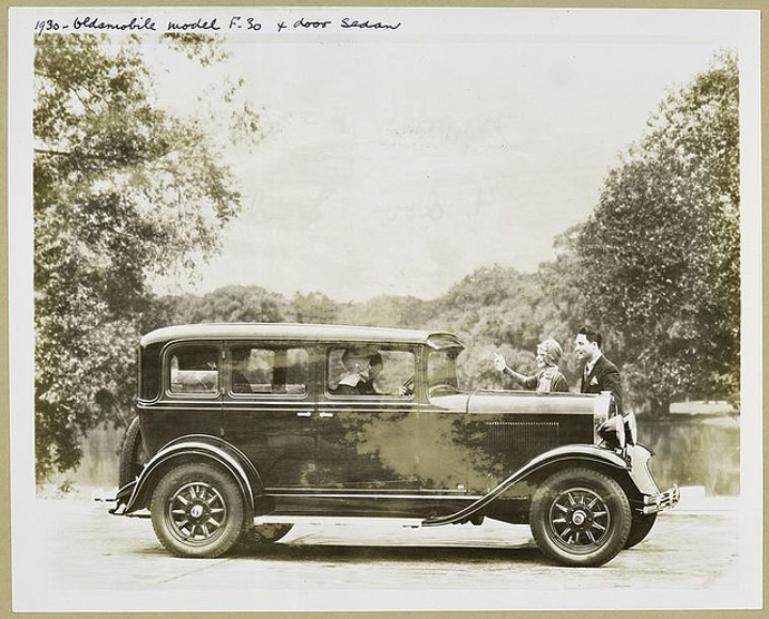 1930-Olds-Six-Sedan