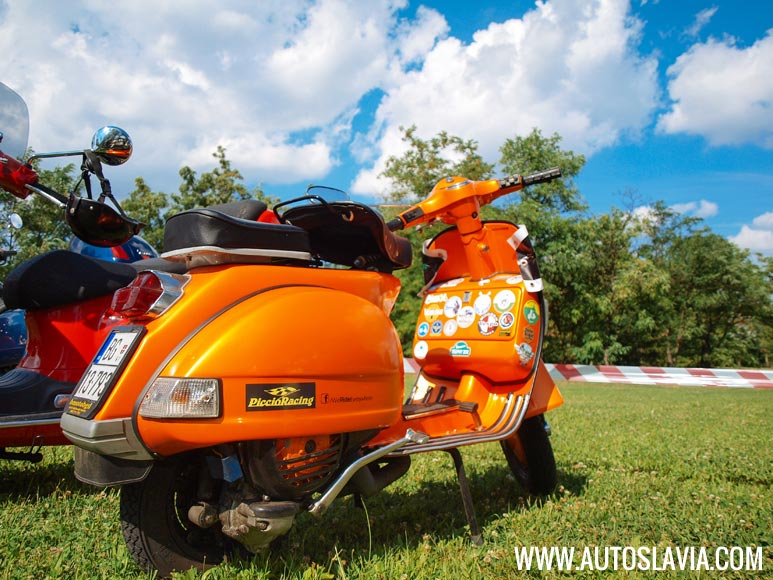 on-the-road-to-beo-vespa-2014-01