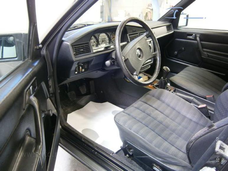 1985-Mercedes-W201-200-1700E-08