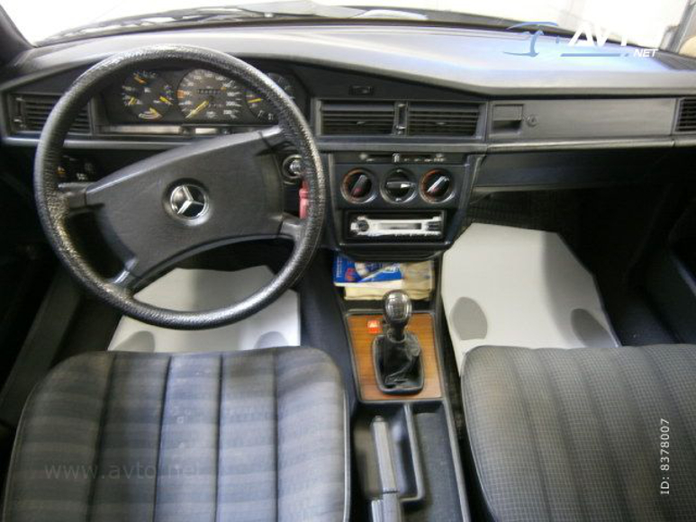 1985-Mercedes-W201-200-1700E-09