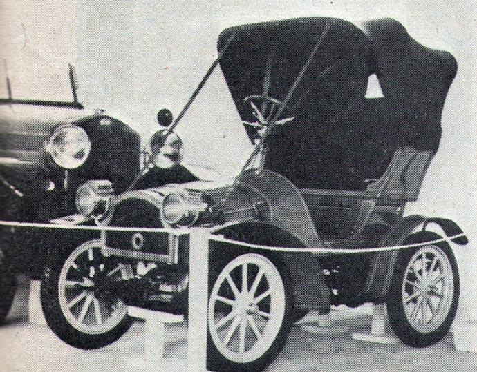 Pikolo je najstariji automobil u slovenačkom tehničkom muzeju. Pravljen je 1906. godine. Pokreće ga motor sa dva cilindra, 704 kubika, koji hladi voda i koji razvija 6 KS. Proizvela ga je nemačka fabrika A. Rupe i Sin-Apolda. Prvi vlasnik je bio posednik Adamovič iz Velenja.