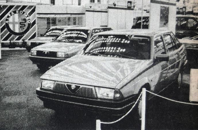 Alfa Romeo prolazi kroz velike finansijske muke. U ovom trneutku se nada ruci spasenja od Forda. Međutim, automobili ove milanske marke još uživaju neprolazan ugled tako da i na beogradskom sajmu uvek ima kupaca za njih.