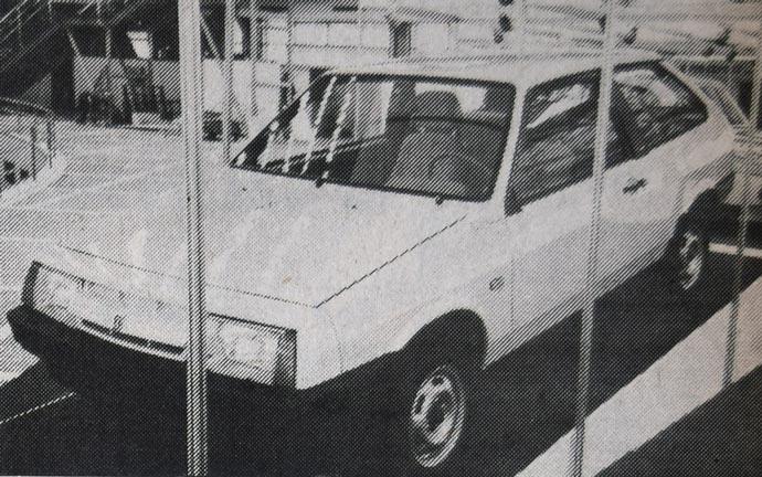 Lada Samara je vozilo koje postoji već od 1984. godine, ali se u Beogradu pojavila prvi put ove godine. Prijavljena je kao kompaktna kombi-limuzina sa popreko nameštenim motorom koji nije proizvod Poršea - kako pišu neki časopisi - ali koji možete da kupite sa radnom zapreminom od 1,1 do 1,5 litara. Finalna obrada je primetno loša.