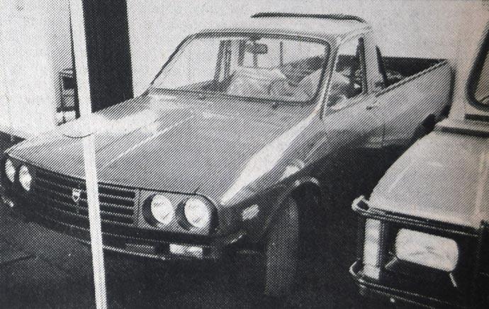 Dacia 1304 pik-ap je rumunska prepravka Dacie 1300, odnosno nekadašnjeg Renoa 12 u zgodan polukamion. Iznenađuje nas kako je rad precizan, unutrašnja oprema kompletna, a neki dodaci moderni. Upadljiv je i sigurnosni luk iza zadnjeg zida prostora za putnike.
