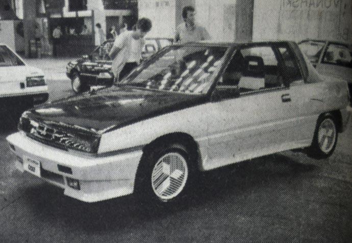 Mitsubishi Colt - kao ideja o sportskom vozilu sa 2+2 sedišta, sa čvrstim krovom koji može da se skine i sa njegovim zadnjim delom koji može da se složi, prijatno je videti. To je inače jedan od novih japanskih prototipova. Prijatan je i zbog žuto-crne kombinacije boja.