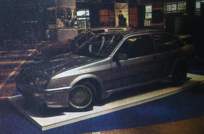 Ford Sierra RS Cosworth je sportska varijanta ove moderne kombi-limuzine s Kosvortovim dvolitarskim četvorocilindrašem s turbo pujnačem i sa 204 KS. Ujedno je i praktičan odgovor na pitanje: kako napraviti lep i kapacitetan putni automobil sa sportskim svojstvima?