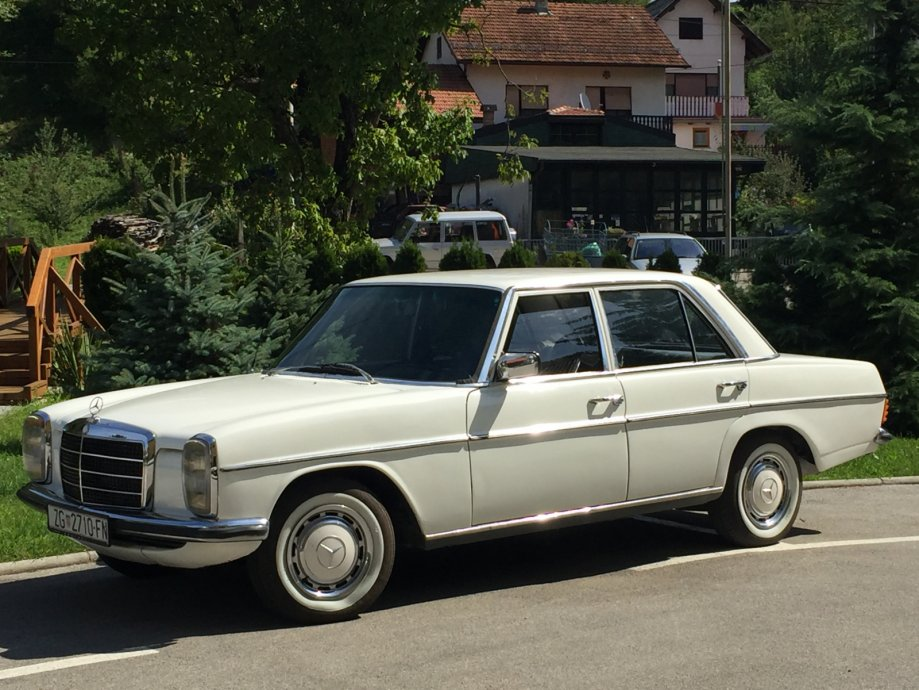 1974 mercedes benz w115 200d autoslavia for Mercedes benz 950