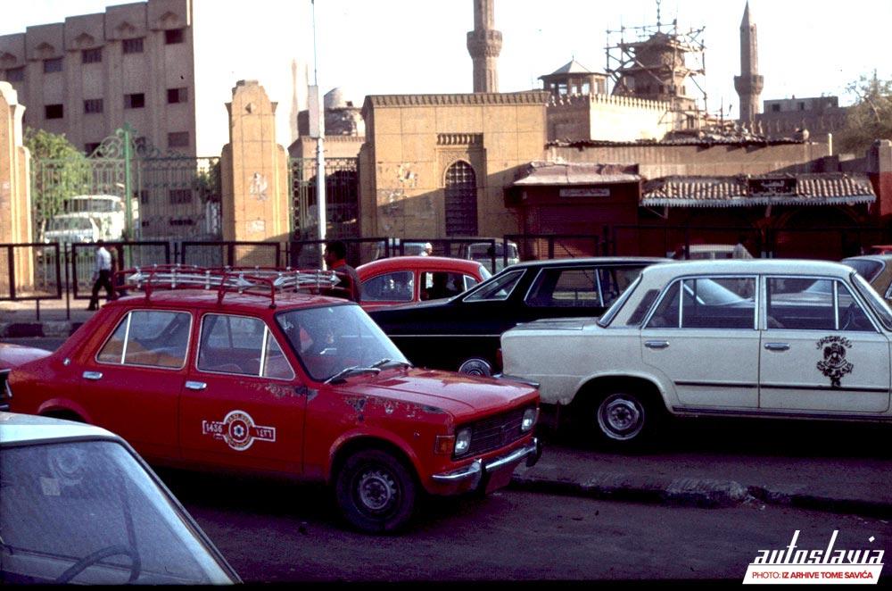 Zastava 101 kao taksi na zagušenim ulicama Kaira, Egipat